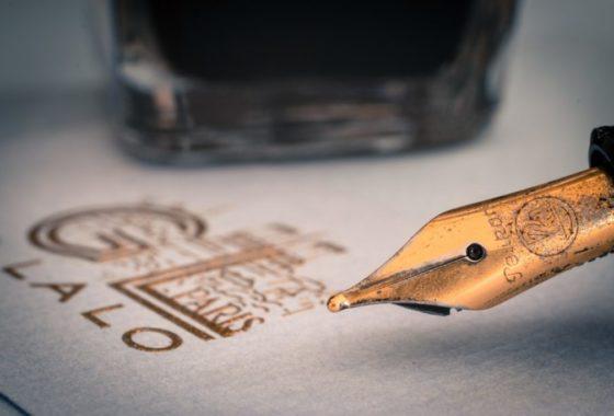 brown-ink-pen-101539 (Mediano)